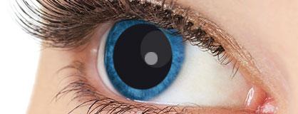 Augen mit eingesetzten Manga Kontaktlinsen